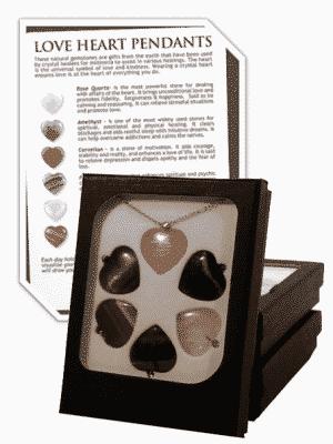 6 halfedelstenen hartjes met ketting in doosje