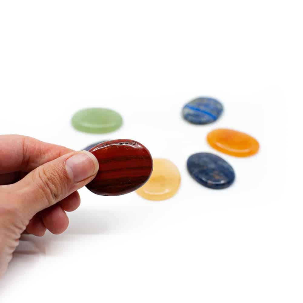 chakra stenen rode jaspis in hand