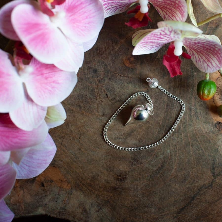 metalen pendel bolvormig