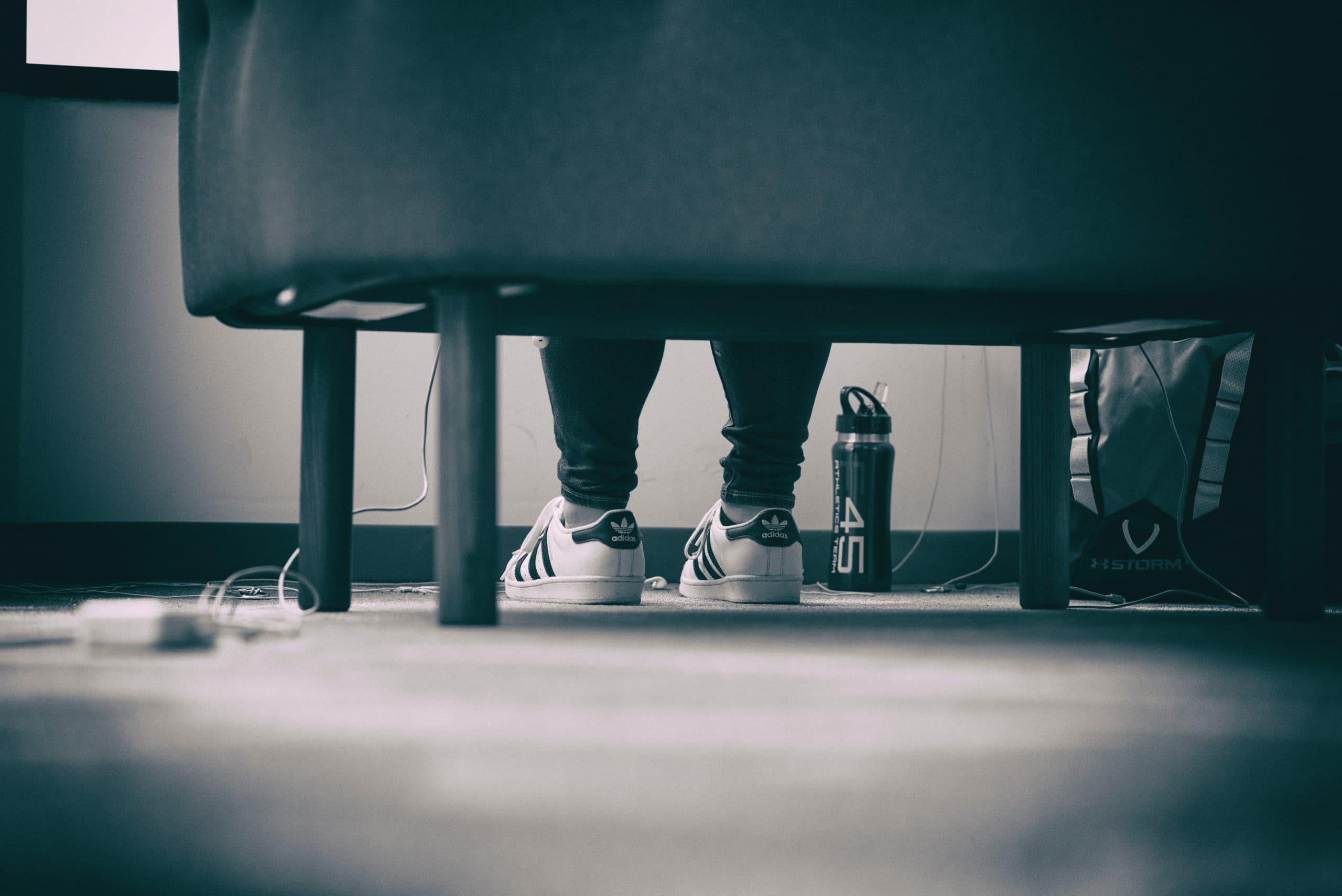 beide voeten op grond