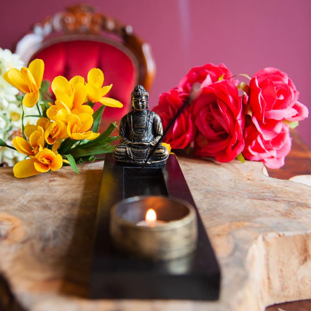 Boeddha beeld zwart goud met waxinelichthouder