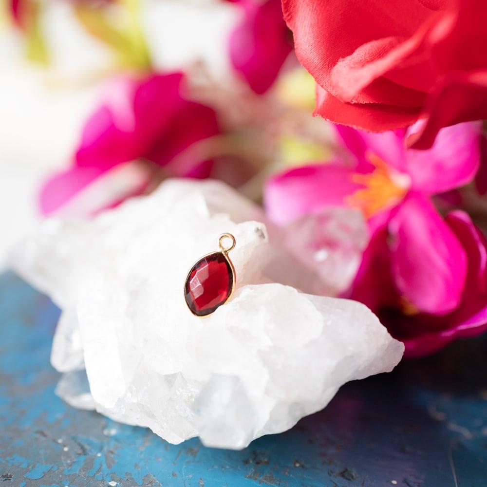 Rode granaat edelsteen