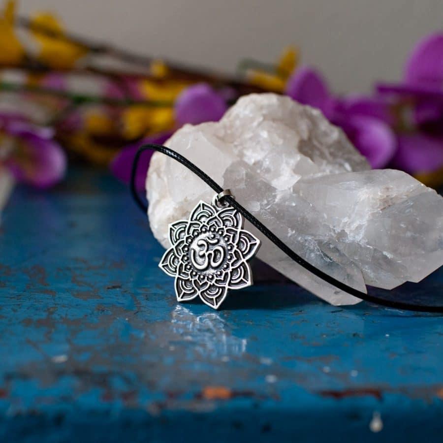 ohm teken mandala hanger zilver tibetaans