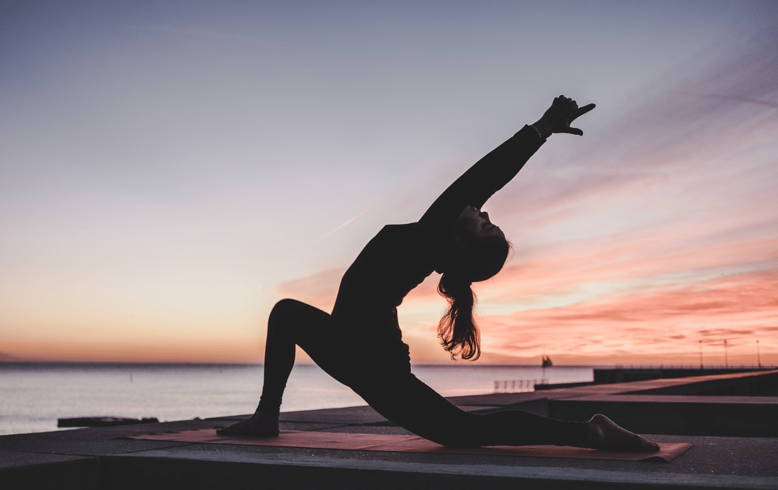 yoga riem oefening zonsondergang